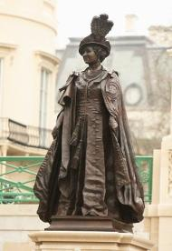 Memorial Statue of the Queen Mother Unveiled