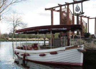 Enjoy A Floating Picnic At The Thames